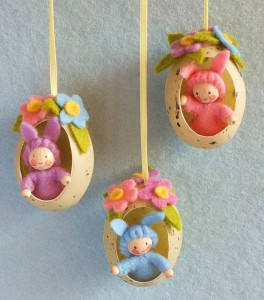 THREE EASTER BUNNIES IN AN EGG KIT PPK124